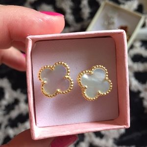 Jewelry - Four clover leaf mother of pearl studs earrings